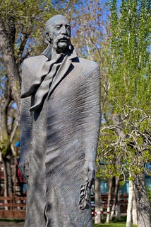 Image of William Saroyan statue. statue caucasus armenia statuary yerevan williamsaroyan հայաստան երեան touraroundtheworld osm:node=614350863
