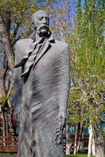Image of  William Saroyan statue. statue caucasus armenia statuary yerevan williamsaroyan հայաստան երեան touraroundtheworld osm:node=614350863