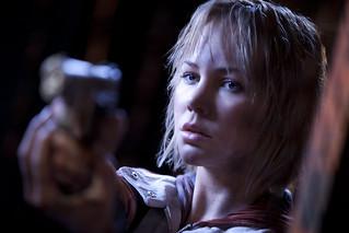 110309(2) - 3D立體真人版電影《沉默之丘 Silent Hill: Revelation》從7日正式開鏡,首張【原始高解析度】劇照出爐!(1/2)