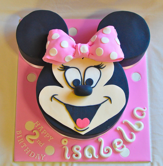 how to make a minnie mouse face cake