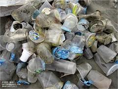 許多一次性的塑膠垃圾,出現在海灘。圖片來源:台灣清淨海洋行動聯盟