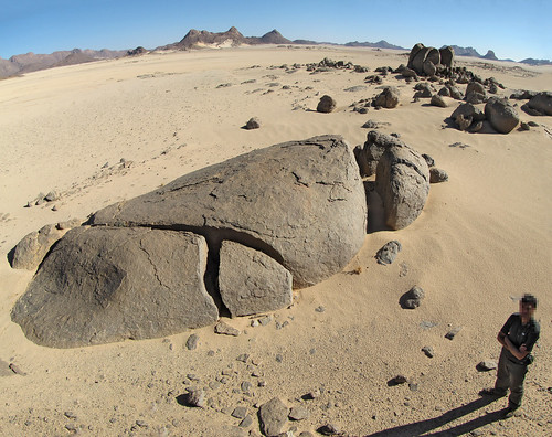 Diaclasas tensionales abiertas en granitos - Tin Atabha (Argelia) - 01