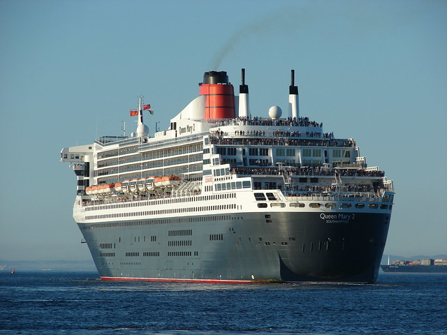 The RMS Queen Mary 2 leaving Cape Town | Flickr - Photo ...