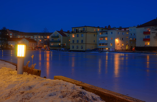 snow ice log gravel light lamp city houses blue cool cold winter dusk street car nikon d7000 18200mm reflections hdr eskilstuna sverige sweden
