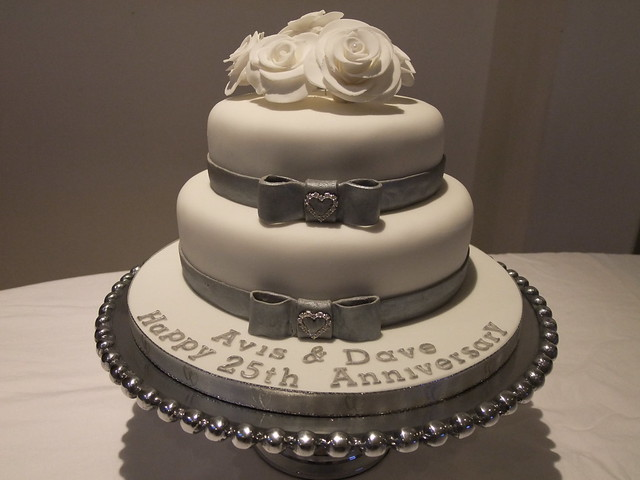 Pictures of 25Th Anniversary Cakes http://www.flickr.com/photos/andyk959/5471526029/