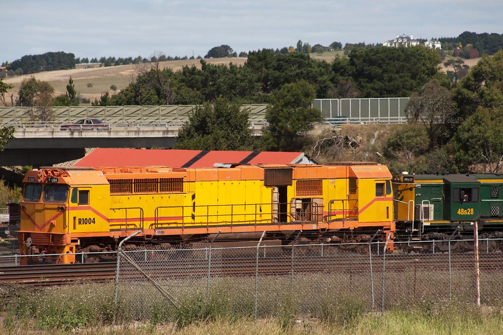 R1004 at Goulburn by Trent