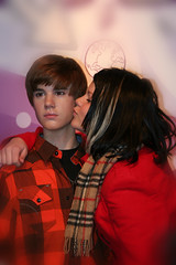 Jusin Bieber gets a kiss