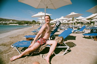 Immagine di Varkiza Beach (Παραλία Βάρκιζας) Beach of Varkiza vicino a Vári. sea sun holiday film beach hat sand superia towel athens edward greece lounger 2010 leopardskin nikonf80 fujisuperia sunlounger vari vouliagmeni varibeach fb:uploaded=true nikkor20mmf28afd vouliagmenibeach athensbeach leopardskintowel