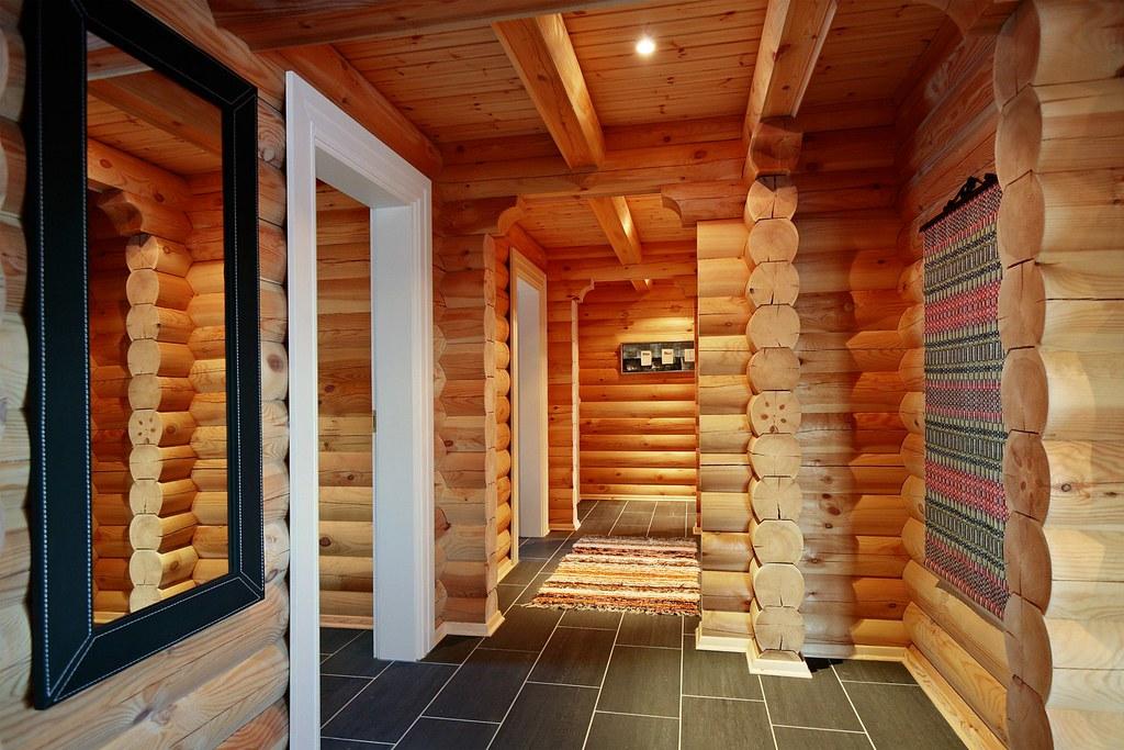 Interieur foto van een logwoning met ronde logs wonen in u flickr