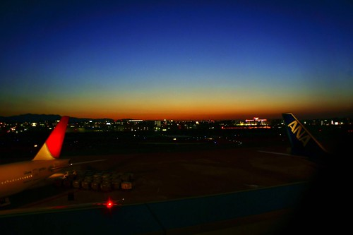 sunset japan airplane photography tokyo evening ana airport glow turntable international 365 fukuoka jal takashi 福岡 空港 kitajima turntable00000
