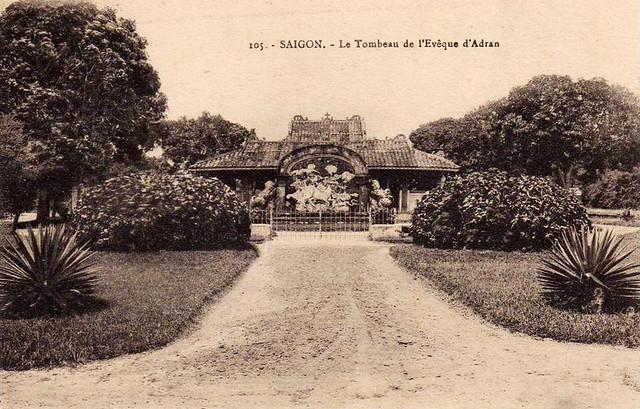 SAIGON - LE TOMBEAU DE L'EVEQUE D'ADRAN