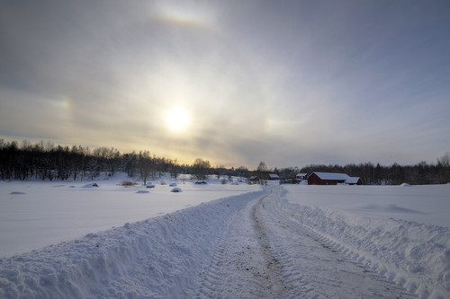 road winter snow nimbus sweden halo parhelion sverige hdr östergötland icebow gloriole sigma1020mmf456exdchsm circularhalo 22°halo bjärkasäby canoneos7d gettyimagesswedenq1