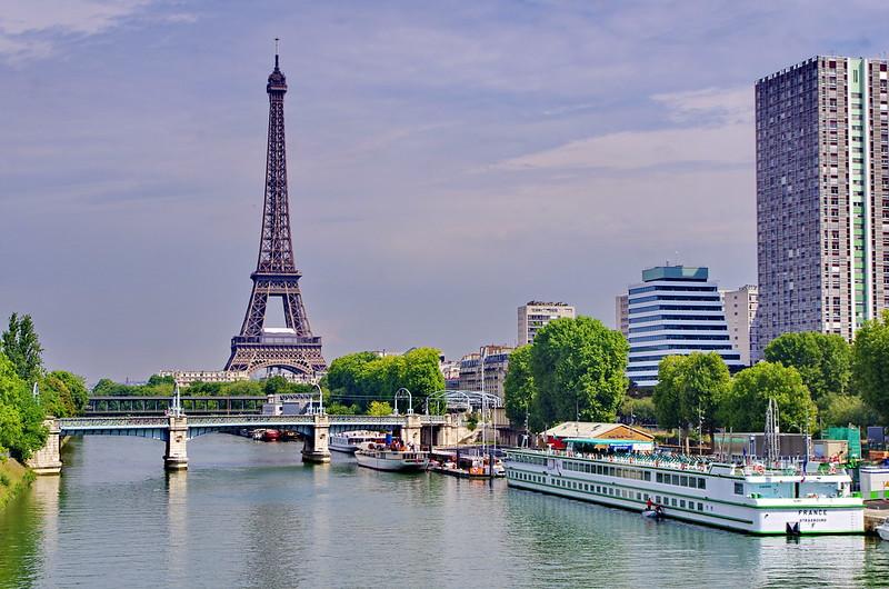 Paris la Seine, le Pont de Bir-Hakeim, la Tour Eiffel, le Quai de Grenelle