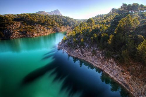 lake france reflection landscape reflet provence paysage hdr 3xp saintevictoire vauvenargues lacdebimont dwcfflandscape