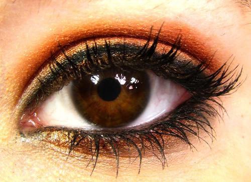カラーコンタクトレンズで有名セレブ: 人間の目の色は何種類??