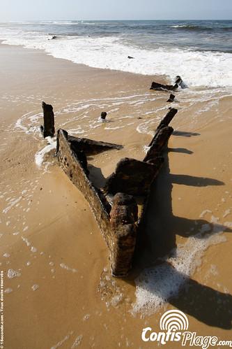 La proue du Renown sur la plage de Contis