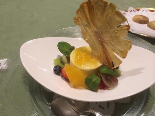 パイナップルのパルフェグラッセ 色鮮やかな旬の果実炭酸ジュレ仕立て