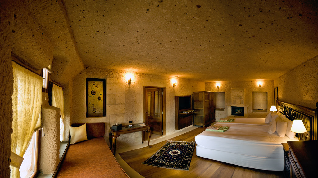 洞窟のような造りになっているCAVE RESORT AND SPAの部屋