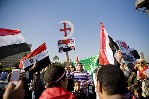 Protesters on Qasr el-Nil Bridge, chanting for national unity between Muslims and Christians