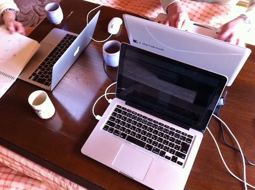 コタツでパソコンのお勉強会。