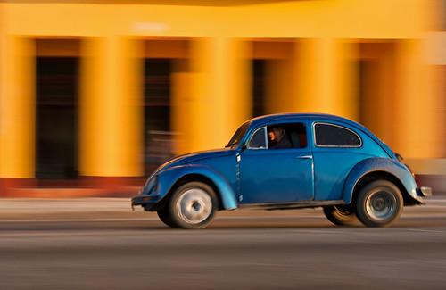 Panning VW Beetle on El Malecón