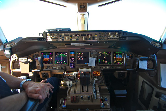 Boeing 777 cockpit inflight