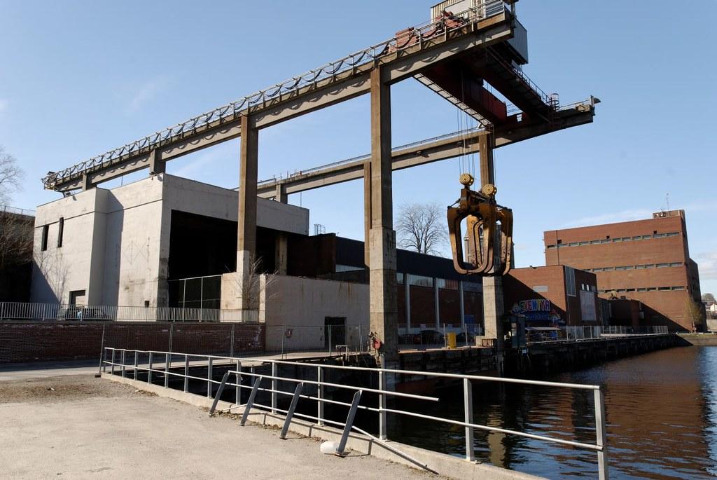 Norske Skog Union paper mill | This huge grab hangs over the… | Flickr
