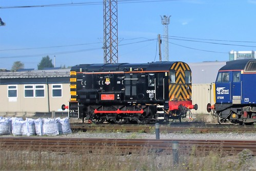 08483 OLD OAK COMMON 20160928 viewed from passing on 165132
