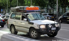 Toyota Land Cruiser J100 Turbo diesel (from Australia!!)