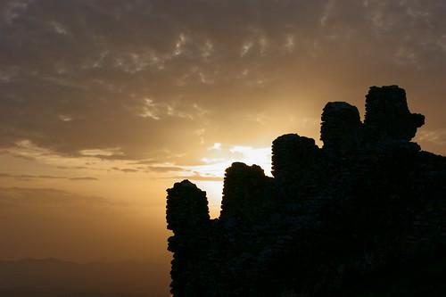 atardecer paisaje castillo extremadura montánchez