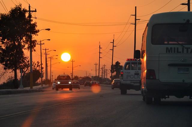 Puesta de sol en la Carretera