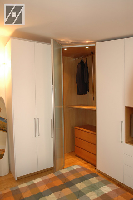 Armadio angolare per mansarda armadio con angolo cabina for Armadio mansarda ikea