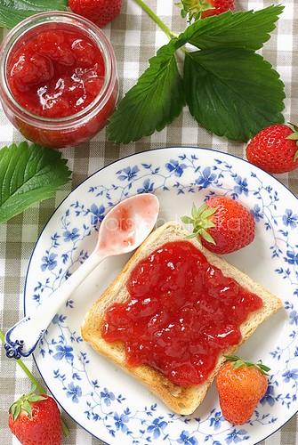 haltbarkeit erdbeeren informationen ber aufbewahrung k hlung lagerung von erdbeeren. Black Bedroom Furniture Sets. Home Design Ideas