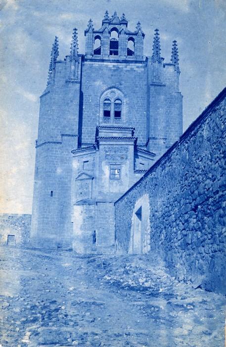 Antigua puerta de acceso a San Juan de los Reyes en junio de 1905. Fotógrafo anónimo. Colección Luis Alba. Ayuntamiento de Toledo