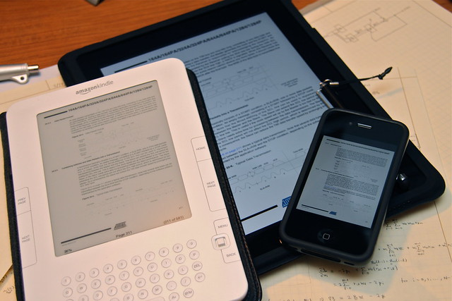 Portable PDF Viewers: iPad, iPhone, and Kindle by Yutaka Tsutano, on Flickr 9http://www.flickr.com/photos/ivyfield/5586760455/)