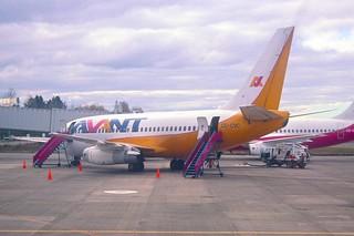 108ab - Avant Airlines Boeing 737-200; CC-CVC@PMC;03.09.2000