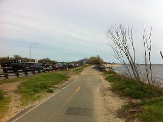 Obrázek Plumb Beach u Kings County. newyorkcity bikepath brooklyn erosion biking bikelane greenway jamaicabay beltparkway plumbeach shoreparkway