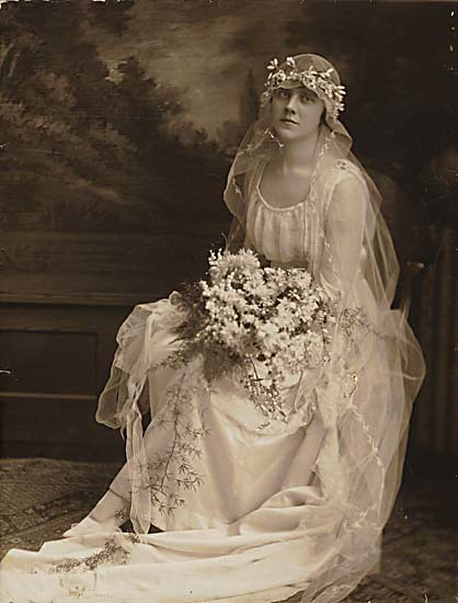 This Wedding Dress From 1915 Is A Simple Dress Made Of Silk And Tulle Lace Panels And Nechline