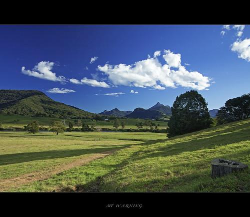 blue sun tree green hills nsw pastures polariser tweedriver mtwarning