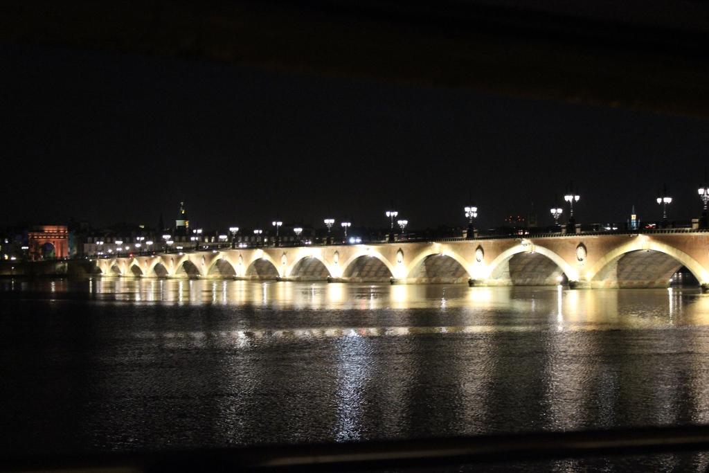 Pont de pierre UW