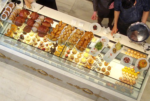 paris pastry fashion caf pouchkine at le printemps. Black Bedroom Furniture Sets. Home Design Ideas