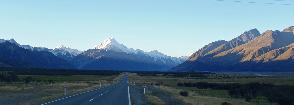 3-29 927 finale of trip-of-a-lifetime, surrounded by glacier-covered mtns at Mt Cook