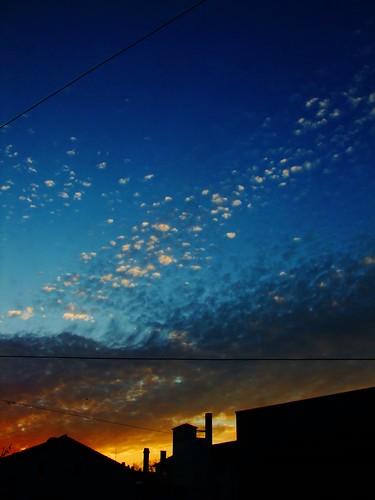 snowflake sunset chimney sky orange yellow clouds sonnenuntergang nightshot bue horizon himmel wolken burning gelb finepix fujifilm blau weiss kamin lebkuchen neuulm schneeflocken brennender flickrcolour horiziont flickraward s100fs flickraward5