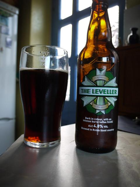 Header of leveller