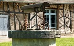 Old well - Photo of La Chapelle-Saint-Sauveur