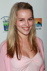 Bridgit Mendler por MidnightMagic88