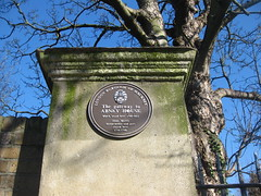 Photo of Abney House, London and Isaac Watts brown plaque