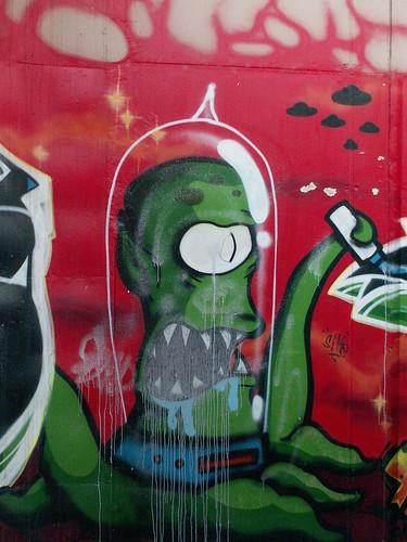 Graffiti vorm Totentor in Dresden so findest du den letzten Steg nach Gorbitz 132
