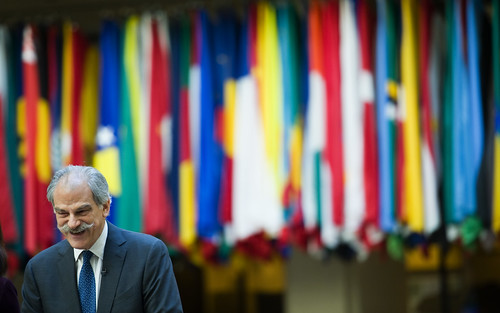 IMF Director John Lipsky addressing reporters at IMF HQ in DC (photo: IMF Photos, flickr)