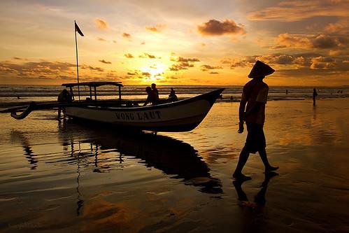 sunset silhouette indonesia fishermen silhouettes pangandaran jawabarat westjawa pangandaranbeach pantaipangandaran